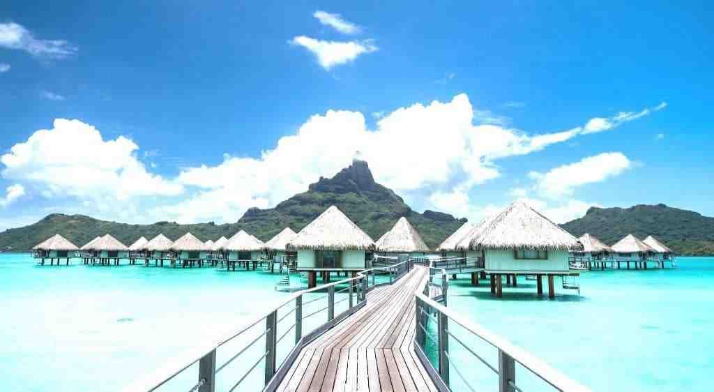 What does La Orana mean in Tahitian?