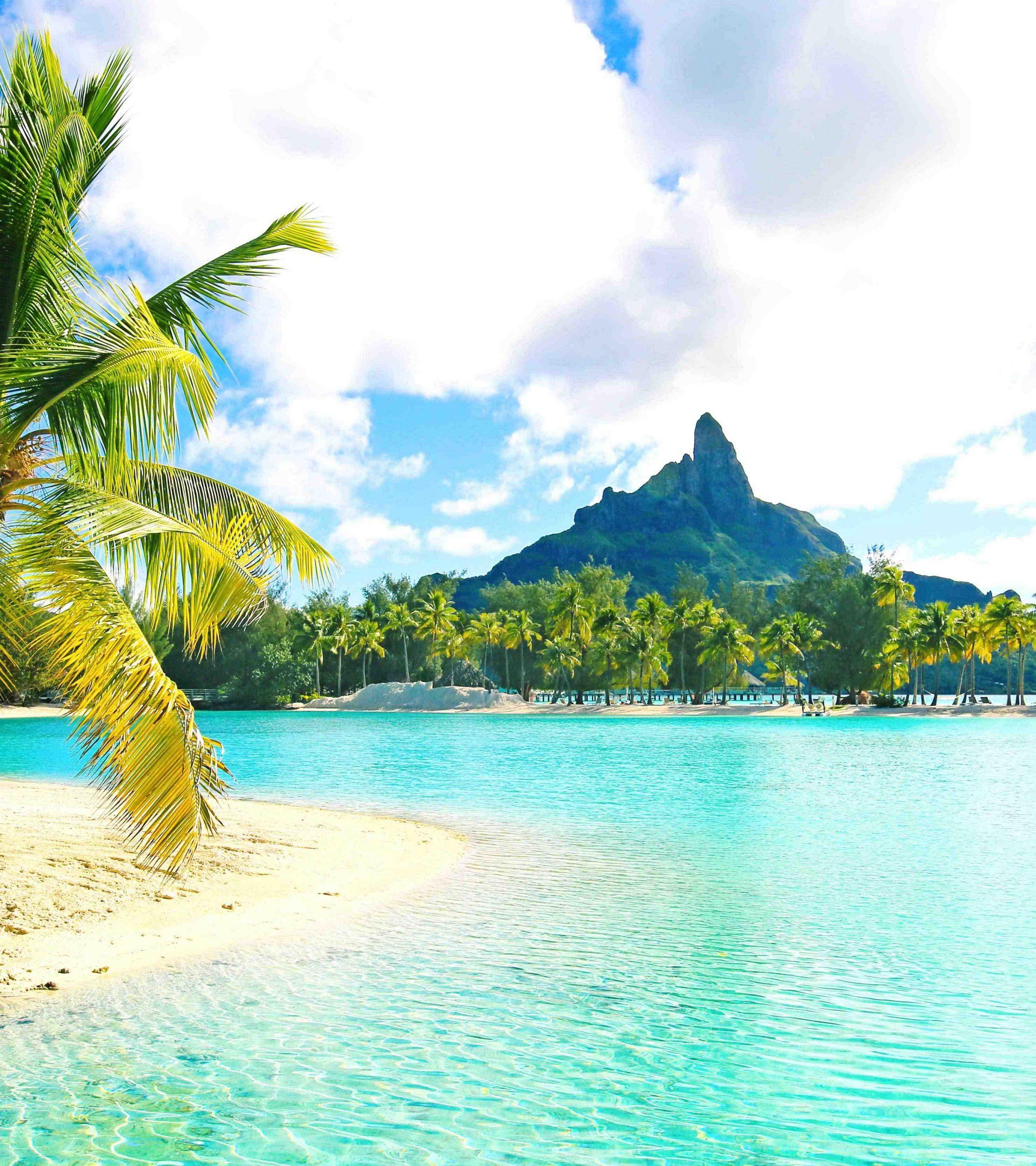 Does Bora Bora have a rainy season?