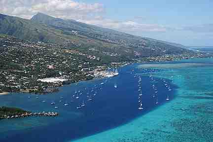 Is Tahiti close to Hawaii?